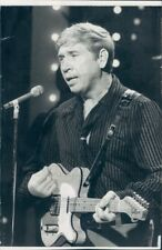 1971 Press Photo Bakersfield Country Music Legend Buck Owens Playing Telecaster