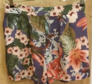 NWT $95, Romeo & Juliet Couture Purple Floral Pleated Dress Shorts Large