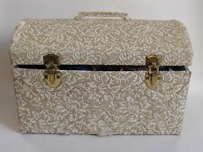 Vintage Cloth Sewing Case With Lots Of Extras!!