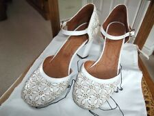 BNIB Pair of mid heel shoes by Chie Mihara Cream/white size 37