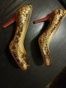 Kate Spade New York Karolina Twirl Gold Sequin Pump Heels sz 8 Red Heel