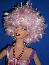 Funky Hecho a Mano hilo Peluca Sombrero para caber Barbie ~ espacio Age/80's/Punk/Fantasía ~ Rosa