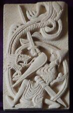Décoration médiévale murale en pierre - Sigurd combattant le dragon