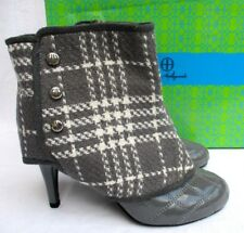 HOT in HOLLYWOOD..PATENT..GRAY..ANKLE BOOTS / BOOTIES..SPAT COVERS..NEW..sz 7