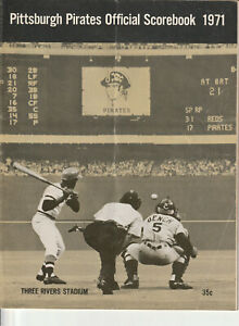 1971 PITTSBURGH PIRATES OFFICIAL SCOREBOOK VS CUBS NOT FILLED IN CREASED CENTER