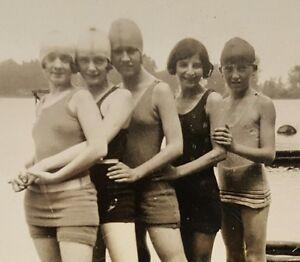 VINTAGE AMERICAN FLAPPER GIRLS FUN SUN BEACH SWIM VERNACULAR PHOTOGRAPHY PHOTO