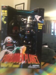 Robbie The Robot Remote Control Trendmasters Vintage 99 Toy NIB Forbidden Planet