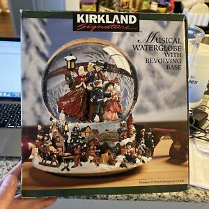 Musical Spinning Snow Globe Revolving Carolers Christmas Song ~Vintage~BEAUTIFUL