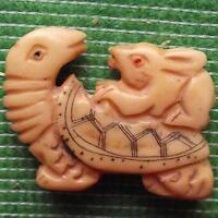 Japonés Detallado Tallado Scrimshaw Articulo Bovino Hueso Tortuga Hare Conejo B