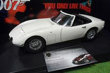 TOYOTA 2000 GT cabriolet James Bond blanc 1/18 AUTOart 78731 voiture miniature