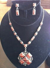 Necklace and earring set in brown/bronze tones