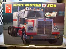 WHITE WESTERN STAR AMT 1:25 SCALE RETRO DELUXE PLASTIC MODEL TRUCK KIT