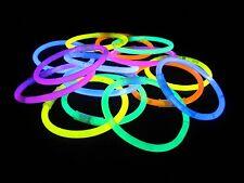 """100 un. 8"""" Luz Neon Glow Sticks Pulseras Colores y 100 Conectores Pulseras Reino Unido"""