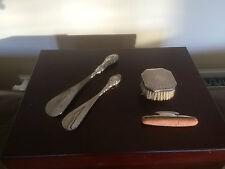 4 oggetti Bella in argento. 2 Scarpa Corna, UNGHIE BUFFER E Pennello
