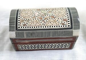 Vintage Judaica Inlaid Mother of Pearl/MOP & Wood Box - Star of David, Domed Lid