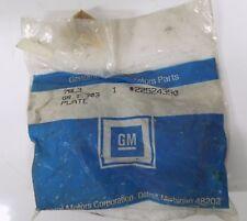 NOS Genuine GM OEM Metal Grille Emblem Oldsmobile 22524390   S256