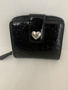 COACH SIGNATURE C EMBOSSED BLACK PATENT LEATHER Zip around heart  Button wallet