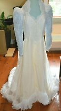 Womens Vintage Wedding Dress 1980s Long Sleeve w/ Train Lace and Veil