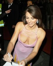 ELIZABETH HURLEY VERY BUSTY COLOR 8X10 PHOTO