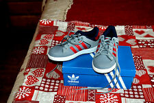 chaussure neuve adidas originals varial e gris rouge taille 33