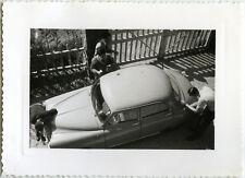 PHOTO ANCIENNE - VINTAGE SNAPSHOT - VOITURE AUTOMOBILE LAVAGE ENTRETIEN - CAR