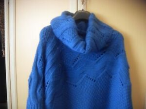 Poncho / Mantella donna in misto lana COCCINELLE...Made in Italy.