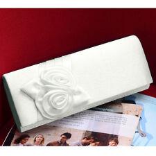 Accessoires pochettes blancs pour la mariée
