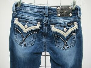 M9282 VTG Women's Miss Me Embroidered Cuffed Capri Jeans Size 26