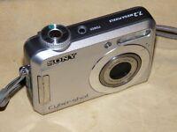 Sony Cyber-shot DSC-S650 7.2MP - Digital Kamera - Silberne