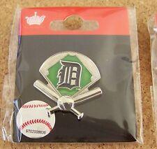 2013 Detroit Tigers green field crossed bats and ball lapel pin MLB