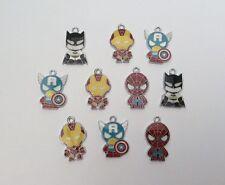 10 x Avengers métal émail CHARMS pendentifs aléatoires NEUF mixte Batman Spider-Man