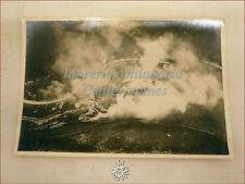 Fotografia aerea degli Anni '30 o '40 con Bombardamenti aerei da un Biplano