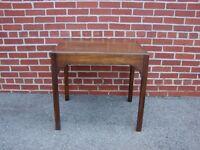 WRIGHT TABLE CO. MAHOGANY LAMP END TABLE