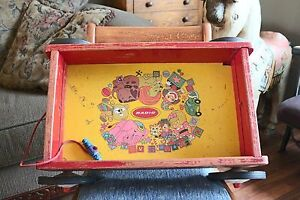 VINTAGE WOODEN RADIO WAGON WITH PULL STRING AND NICE GRAPHICS