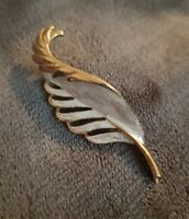 Gerry's Vintage goldtone leaf Brooch costume jewellery