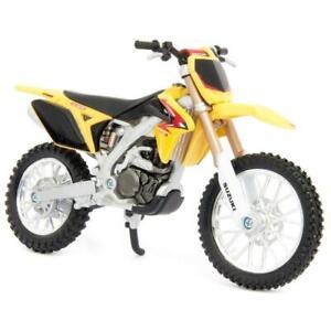 Bburago Suzuki RM-Z450 Yellow 1/18 Scale Diecast Bike Model