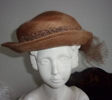 Chapeau ancien paillé avec noeud