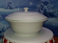 FIESTAWARE White Round Covered Casserole Baking Dish with Lid Fiesta