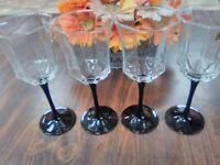 4 vintage Luminarc Black stemmed wine glasses, 8 1/4 inches tall. Beautiful.
