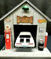 MUSCLE CAR GARAGE DIORAMA DISPLAY, SINGLE CAR, 1:18TH, HAND CRAFTED, UNIQUE
