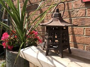 """VINTAGE 10"""" RUSTIC CHINESE CAST IRON PAGODA GARDEN TEA LIGHT CANDLE LAMP"""