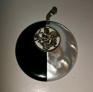 Round Yin Yang Pendant Inlaid With A Dragon