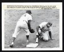 1963 CHICAGO CUBS ERNIE BANKS & PHILLIES TONY TAYLOR Vintage Wire Photo Wrigley