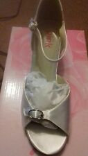 ladies girls white satin bridal/ wedding /party/confirmation sandals size 4