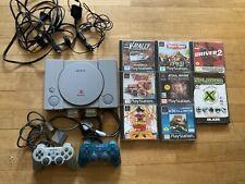 Konsole Playstation 1 mit zwei Controllern zwei Memory Cards und sieben Spielen