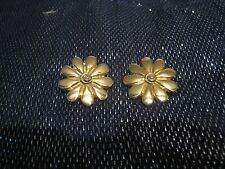 clip-on earrings approx 1¼ ins wide Very pretty gold tone metal flower design