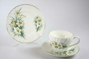 VINTAGE CROWN STAFFORDSHIRE DAFFODILL TEA CUP AND SAUCER TRIO MADE IN ENGLAND