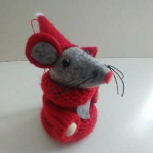 Red SANTA MOUSE hanging CHRISTMAS TREE or SHELF DECORATION 8.5cm wood knitted