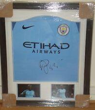 Enmarcado Yaya Toure Mano Firmado Manchester City Camisa Casa