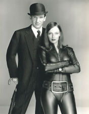 Uma Thurman and Ralph Fiennes UNSIGNED photograph - L8128 - The Avengers